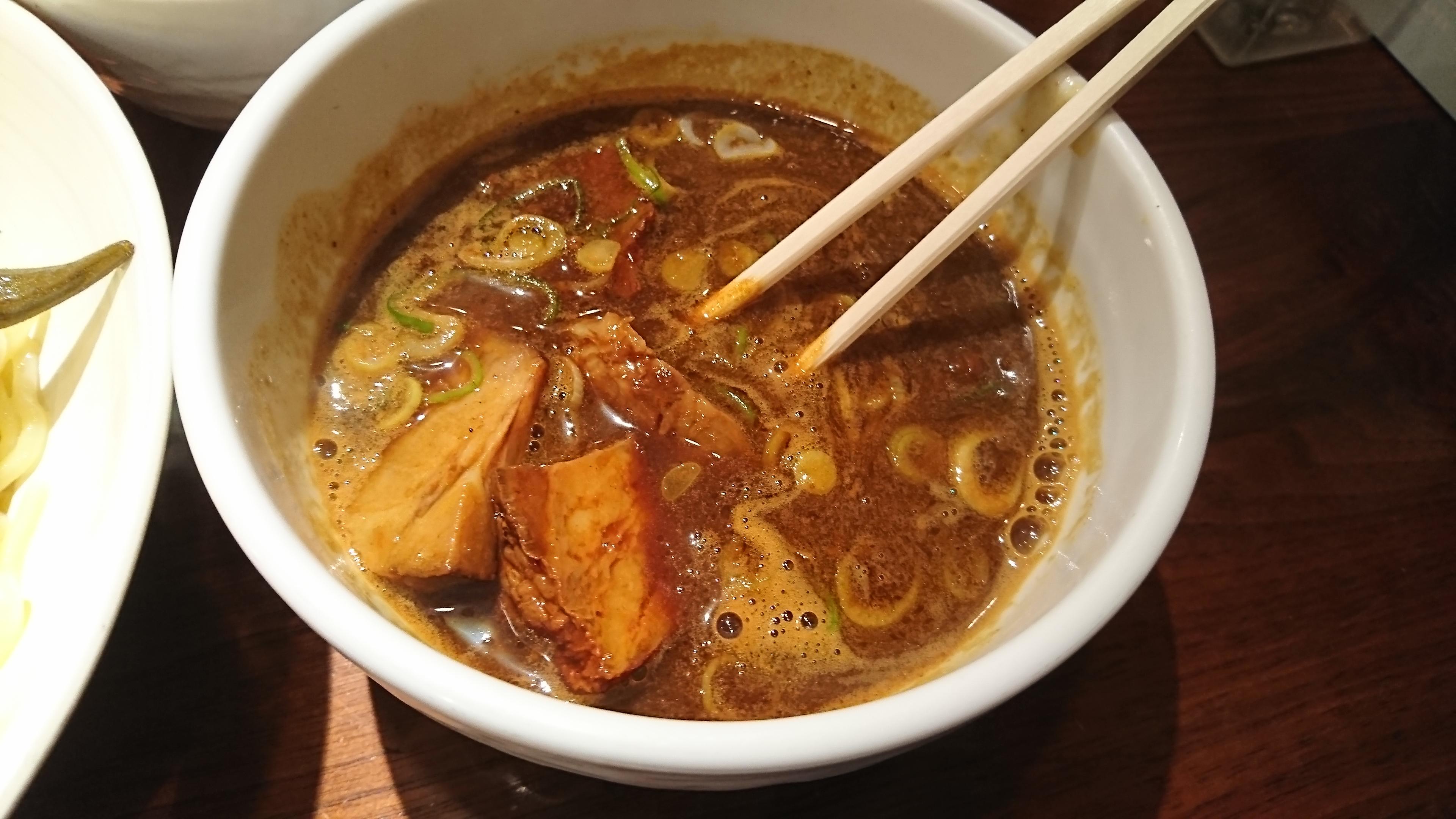 カレーつけ麺のつけ汁