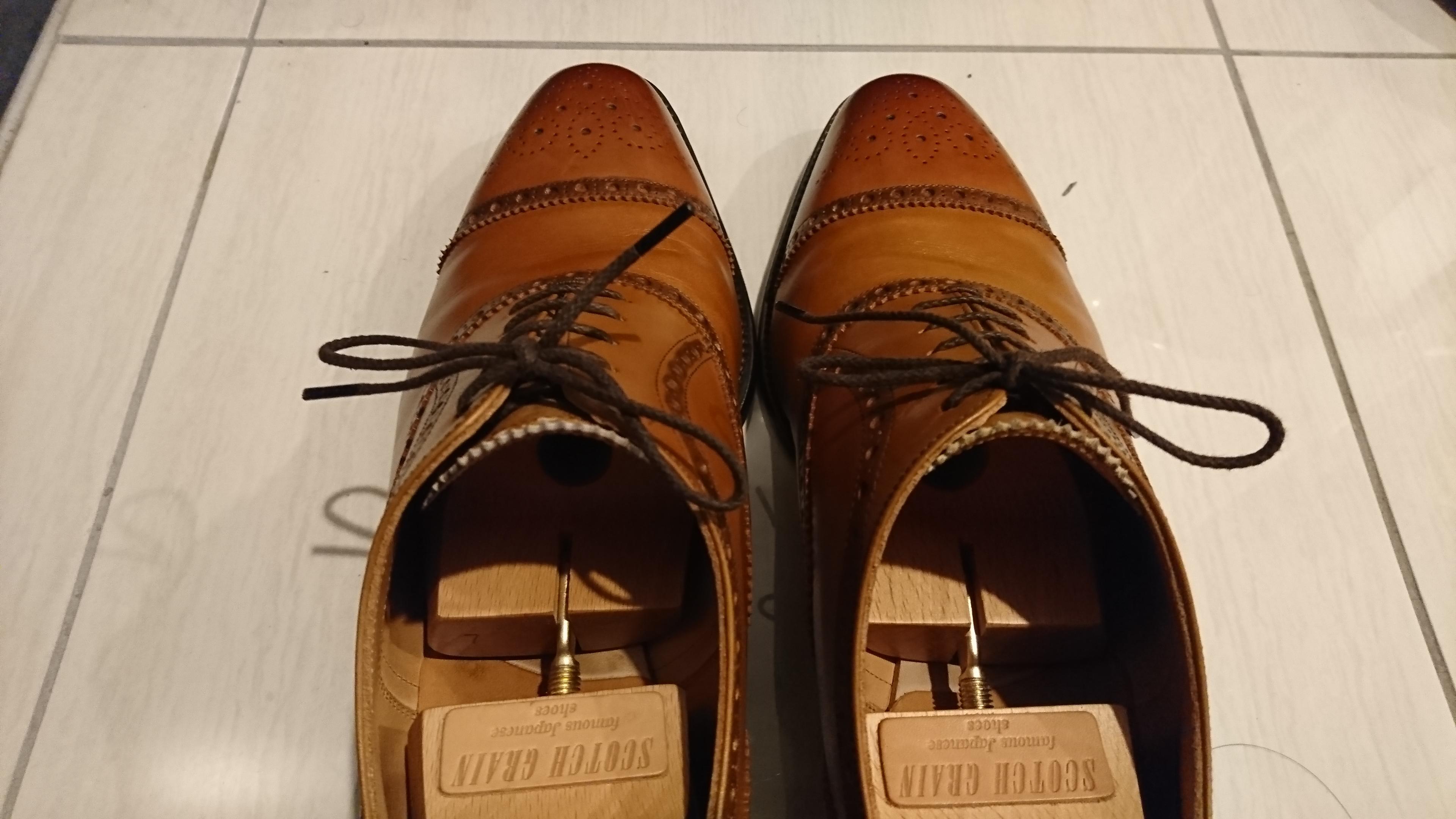 (写真:クリームを塗った靴先)