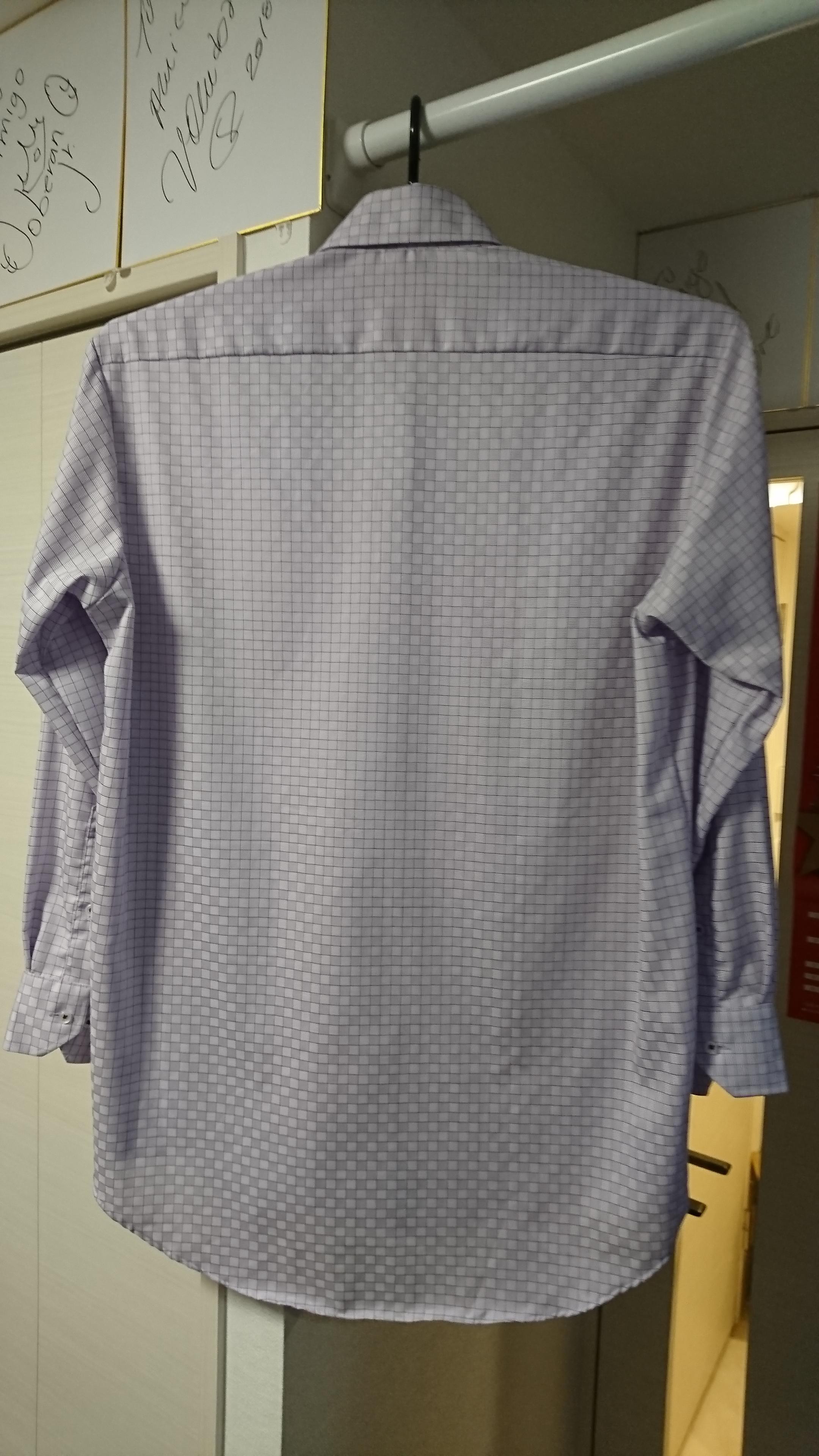 (写真:乾燥後のパープルシャツ背面)