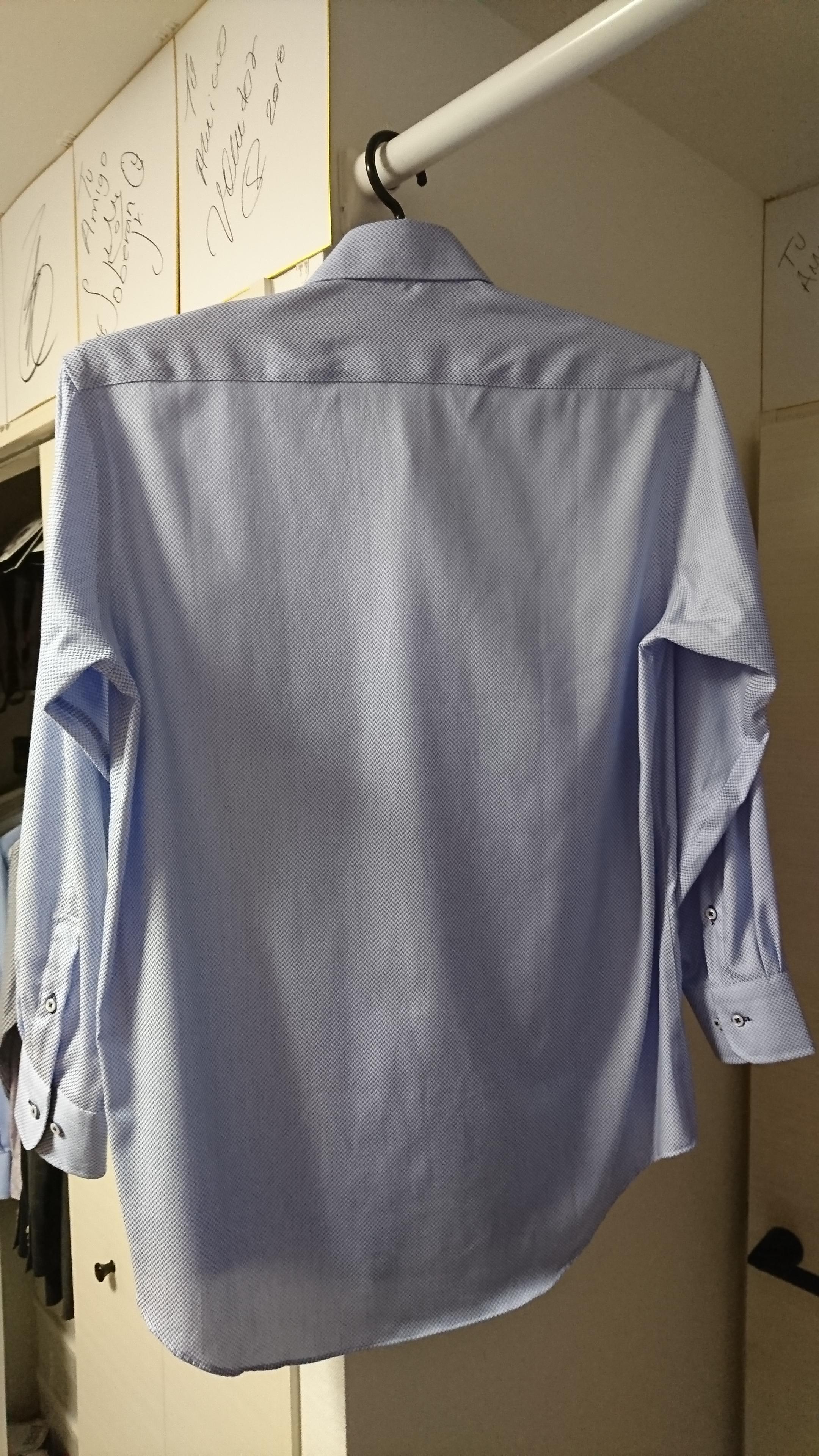 (写真:スチーマー後のブルーシャツ)
